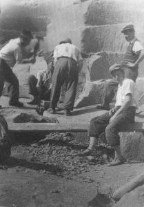 Kamnoseštvo - prikaz/izdelava magnetka iz ložanskega kamna @ Muzej na prostem Rogatec | Šmarje pri Jelšah | Slovenija