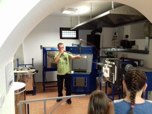 PIHANJE STEKLA - rokodelska doživljajska delavnica @ Rokodelski center Rogatec, Dvorec Strmol