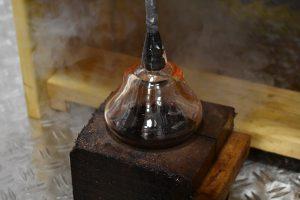 Steklarska delavnica: prikaz pihanja stekla s steklarsko pipi @ Dvorec Strmol Rogatec